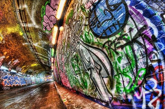 tunnel street art