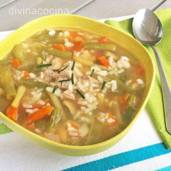 La sopa juliana de verduras se puede preparar con cualquier verdura a tu gusto, puerros, brócoli, coliflor, nabo, guisantes, judías verdes... A mi me gusta picar un poco de huevo duro y añadir troceado el pollo o pavo que hemos usado para hacer el caldo.