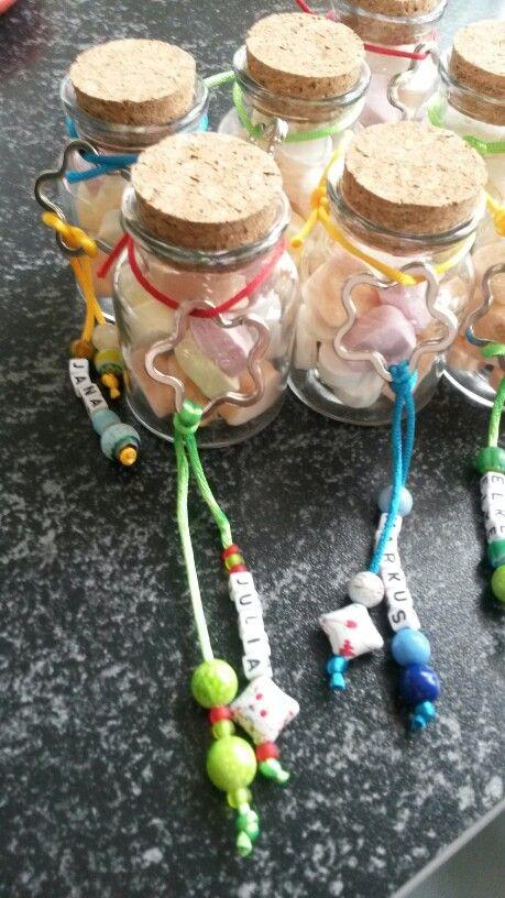 Geschenk Erzieher Erzieherin Glas mit Traubenzucker-Herzen und Schlüsselanhänger mit Namen