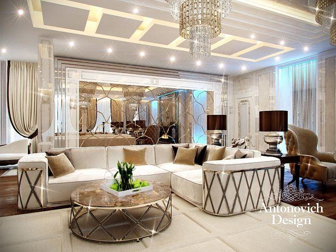 Дизайн гостиной. В декоре мебели присутствуют элементы из полированной латуни. Этот модный материал присутствует и в перемычках зеркального панно на одной из стен.