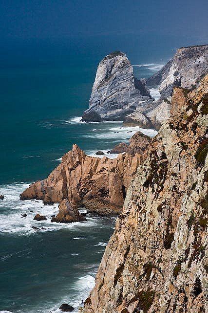 Cado da Roca - Sintra - Portugal O ponto mais ocidental da Europa. Onde o mar começa e a terra acaba.