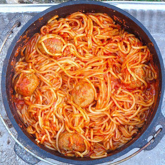 Dutch Oven Spaghetti & Meatballs — No boil. Molto delizioso!
