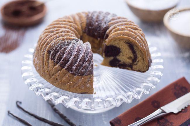 La ciambella marmorizzata senza glutine è una torta perfetta per fare colazione, dedicata in particolar modo a coloro che sono affetti da celiachia!