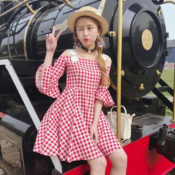 일본 소프트 여자 봄과 여름 여성의 달콤한 기질 단어 칼라 트럼펫 슬리브 드레스 strapless 짧은 드레스 격자 무늬 드레스