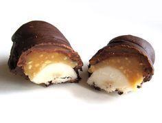 Miluješ čokoládové tyčinky a je ti úplne jedno aké? Tak si na správnej adrese. Na túto jednoduchú pochúťku nebudeš potrebovať extra suroviny, iba banány, k