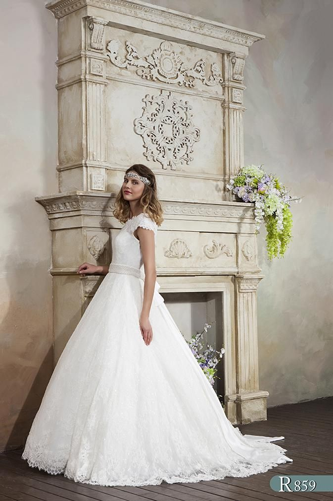 Simple Antique Rose is a simply stunning and very feminine bridal gown The perfect choice for