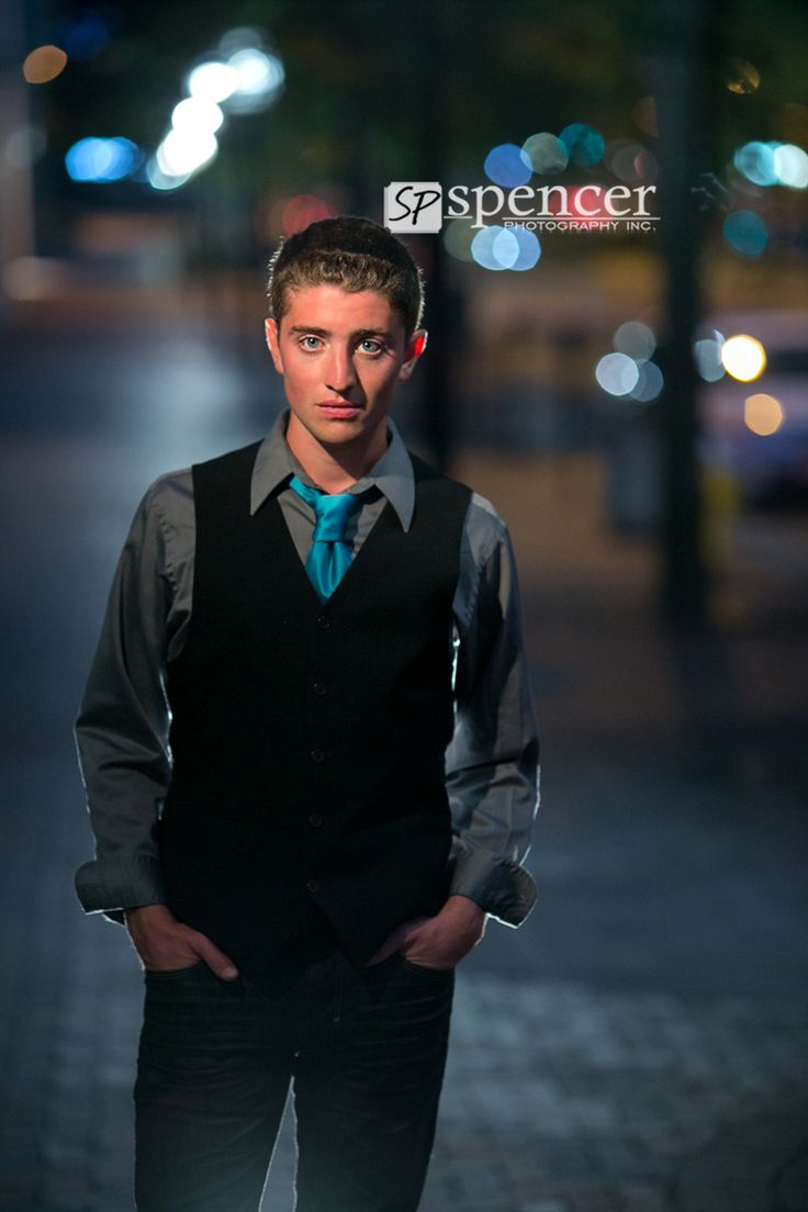 Senior Portraits at night. can't wait to do some of these!