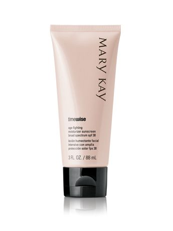 TimeWise Age-Fighting Moisturizer Sunscreen Broad Spectrum SPF 30* offers all the benefits of TimeWise Age-Fighting Moisturizer plus the added bonus of sunscreen. Helps protect your face from UVA/UVB rays. | Mary Kay