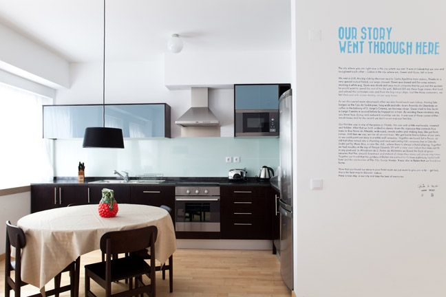 The Lisbonaire Apartments, available for holiday rental in Lisbon. The spacious apartment has a fully equipped kitchen. Apartment design by Gwendolyn Van der Velden e Quim Albergaria.