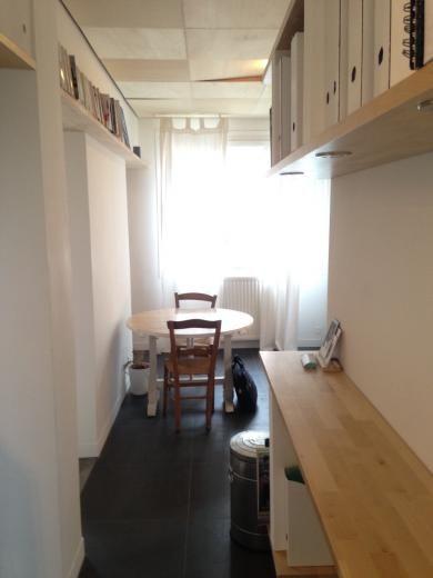 Séjour avec cheminée, cuisine séparée et équipé, chambre, sdb. Petite copropriété de 10 lots. Idéal pour résidence principale ou investisseur !