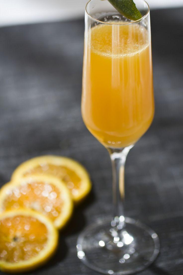 Cocktail Mimosa, succo di arancia e Champagne. Ricetta cocktail.