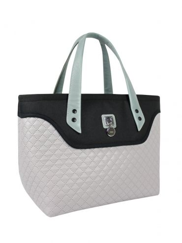 A large bag - suitcase with leather handles, made of quilted material in two shades. The center of the bag is adorned with quilted lining in silver. The bag has a large zip pocket and additional clasp. Wide bottom, so you can wear it large formats. Very light. Each original handbag GOSHICO has a tab in the middle of our logo and website address. PRICE: 91.50 € http://goshico.com/en/coffer-hand-and-arm-with-leather-handles-flowerbag-1423.html