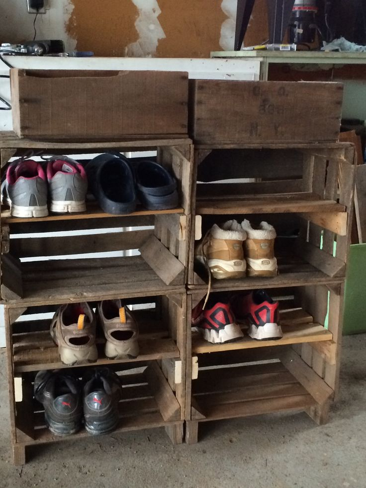 Shoe rack made from apple crates and pallet wood my for Shoe rack made from pallets
