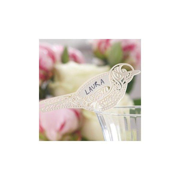 Questi bellissimi segnaposto a forma di dolci uccellini possono essere utilizzati  come segnaposto da bicchiere semplicemente come decorazione. Sono delicatamente  tagliati al laser il che conferisce all'oggetto eleganza e trasparenza con un tocco  vintage!    Ogni confezione contiene 10 segnaposto.  Misura 9,5 x 3,3 cm