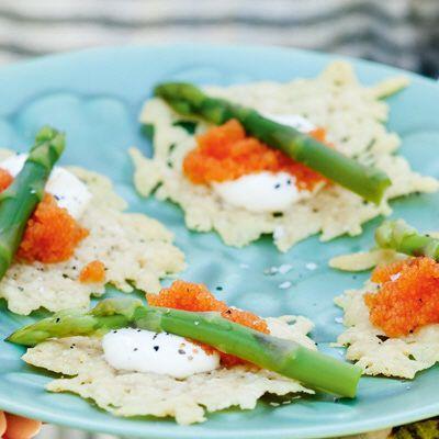 Bild på Parmesanchips med löjrom och citroncrème
