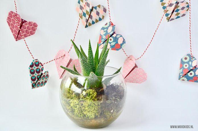Zelf iets knutselen voor Valentijnsdag is extra leuk! Webshop Roppongi maakte voor ons van origami hartjes deze leuke Valentijnsslinger.