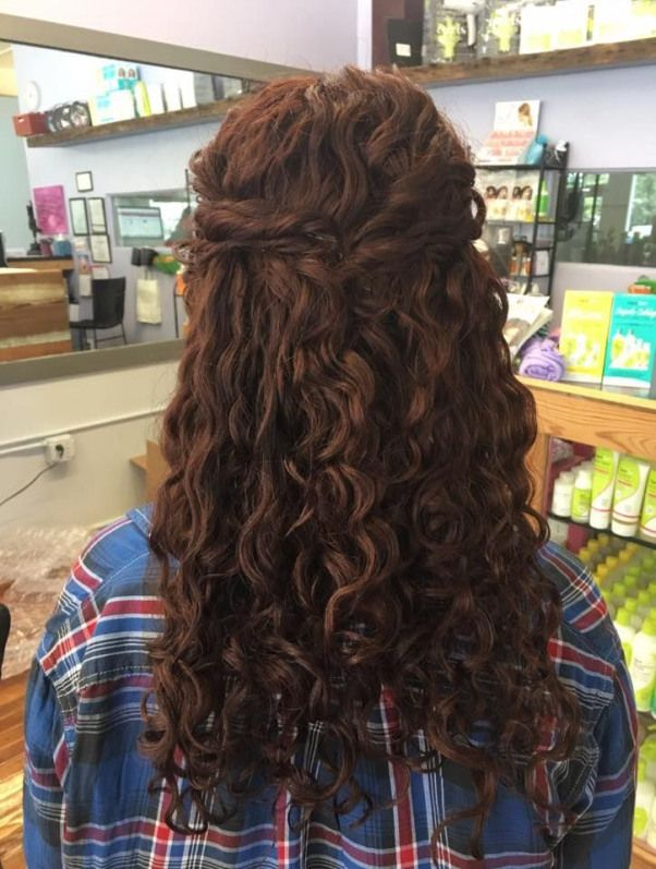 Back Of That Hairdo Perfect For Wedding Hair Easy Not Too Many Bobby Pins Not Heavy Naturalcurl Long Hair Styles Natural Curls Hairstyles Curly Bridal Hair