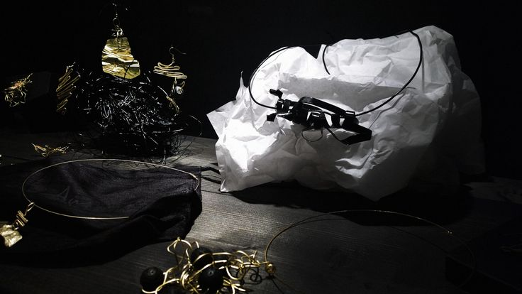 THE KIFISIA INSTALLATION, Galerie Δημιουργών,Χελιδονούς 28 Ν.Κηφισιά,(ώρες λειτουργείας: 10-2 καθημερινά, απόγευμα Τρίτη,Πέμπτη και Παρασκευή 5,30-8,30,Σάββατο 10 - 22, Κυριακή με ραντεβού).ο χώρος λειτουργεί και παράλληλα με τις δράσεις της Galerie. galeriedimiourgon...  http://www.akanthos.co/