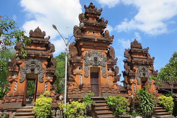 Visiting Petitenget Temple be my best experience when spend my holiday in Bali. Petitenget Temple is a Hindu Temple located in Banjar Batu Belig, Kerobokan Village, Kuta. It is about 20 minutes from Ngurah Rai International Airport. It is an interesting Temple to visit Petitenget beach with the gold sand. When I visited this temple last week i was amazed by the unique architecture and the nature surroundings. The temple is set in a higher land and in the west of the temple there is a…