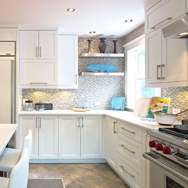 Armoires de cuisine blanches contemporaine avec comptoir de quartz blanc