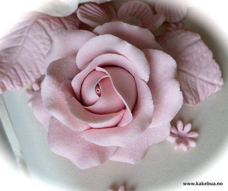 Marzipan Rose, Cake decoration