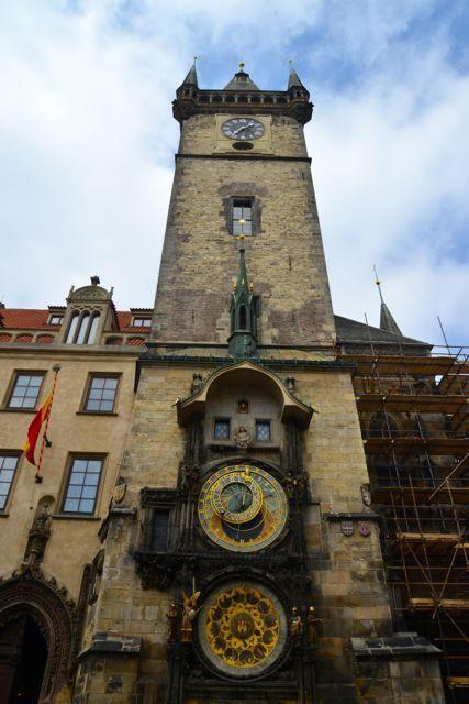 06 de maio de 2017 Chegamos à Praça da Cidade Velha através da Rua Celetná, uma das mais antigas de Praga. É o principal vetor dessa parte da cidade. A partir do século XIV, ganhou prestígio por fa…