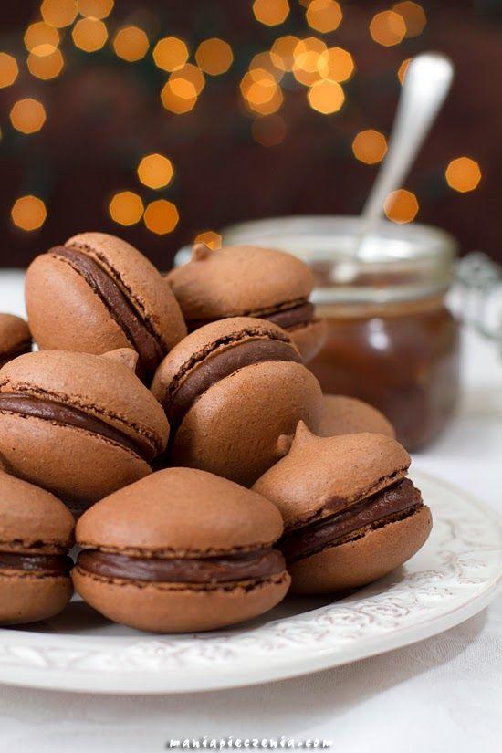 Czekoladowe makaroniki z truflowym kremem /  Chocolate macarons with truffle cream