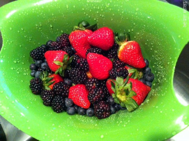 Washing berries in a vinegar mixture keeps mold from growing