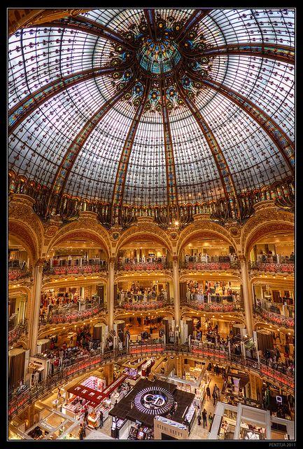 Galleries Lafayette lieu touristique de la France.