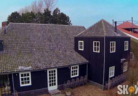 8-Nov-2014 10:04 - BINNENKIJKEN BIJ...HENNY HUISMAN. Binnenkijken bij een BN'er, we doen het maar al te graag. Afgelopen zomer toonde Henny Huisman ons zijn prachtige te koop staande villa in Castricum. Kijk nog maar een keertje mee...