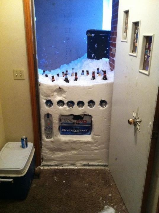 Making the best of a snow storm. Northerner ingenuity at its finest.