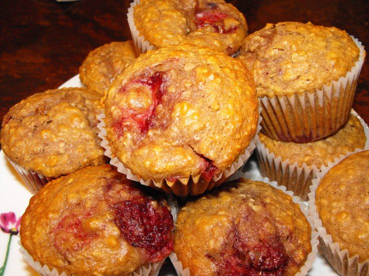 Muffins au yogourt, framboises et fraises