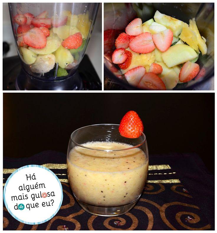 Batido de fruta saudável, para que te quero  #1 - Há alguém mais gulosa do que eu? 1 banana 1 rodela de abacaxi (sim, sou gulosa, o ananás é mais ácido) 6 morangos 1 clementina 1 maçã 1 kiwi