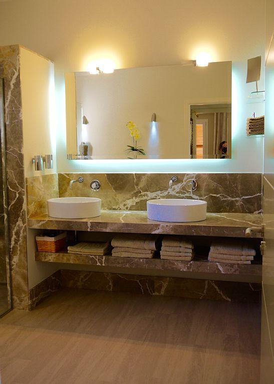 Can Ciara Manacor Centre   Modernes Bad Mit Regenschauerdusche Und 2  Waschbecken
