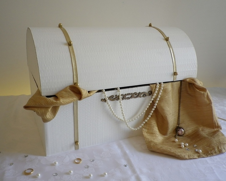 Décoration de mariage thème mille et une nuit.  Coffre aux trésors réalisé en carton.     PERSONNALISABLE, chaque modèle est créé à la demande selo...