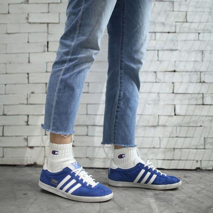 Sneakers women - Adidas Gazelle blue (©nikahigashionna)