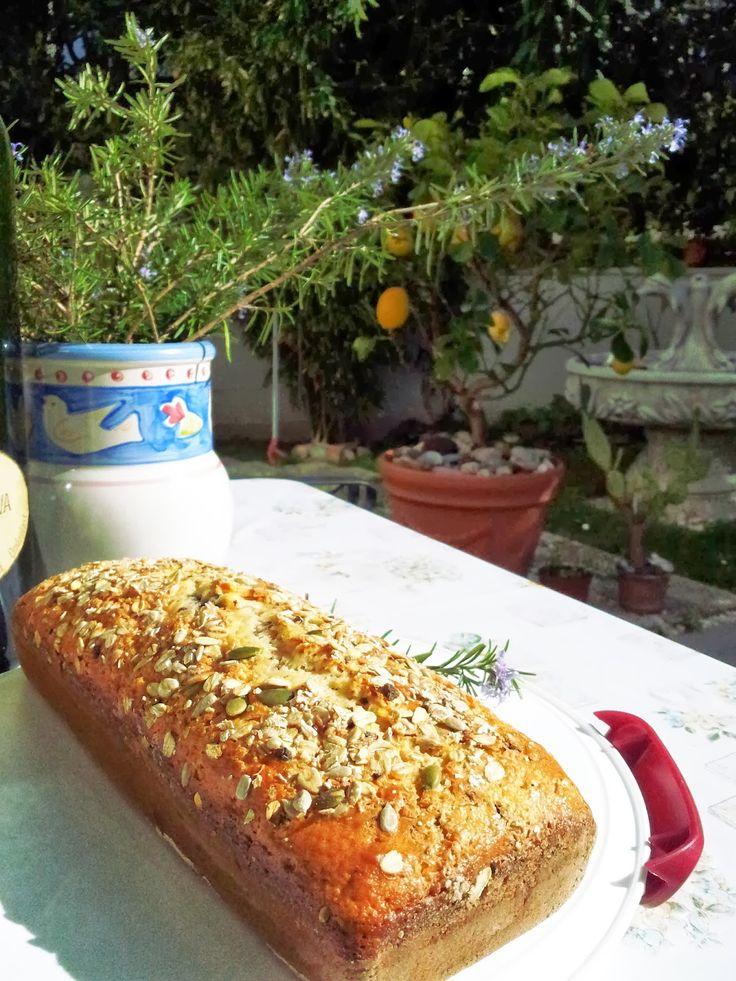 Plumcake allo yogurt greco con avena e cioccolato fondente: farina 00, fecola di patate, uova 170g yogurt greco, latte 50 g di fiocchi d'avena, 50 g cioccolato fondente