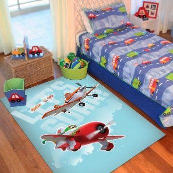 Copilul dumneavoastra merita o camera de vis , o camera desprinsa din fascinanta lume a desenelor animate care va fi plina de culoare prin alegerea covorului Disney Planes.