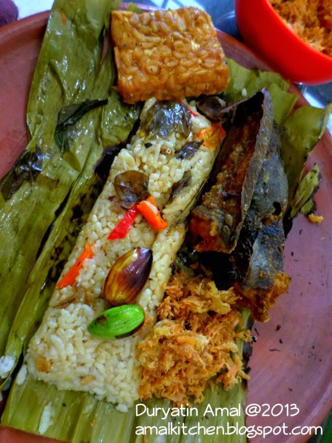 Amal's Kitchen : Simple & Easy Recipes: Nasi Bakar Spesial ^^