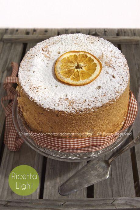 l'angel food cake non prevede alcun tipo di grasso e non prevede tuorli il che lo rende un dolce sostanzialmente light, seppure non adatto ai diabetici