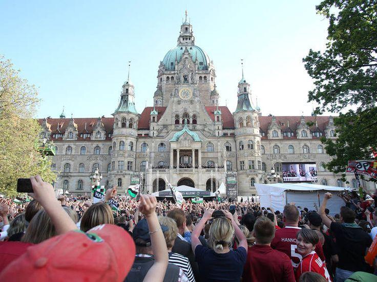 HANNOVER Die Aufstiegsfeier von Hannover 96 auf dem Trammplatz und im Neuen Rathaus.