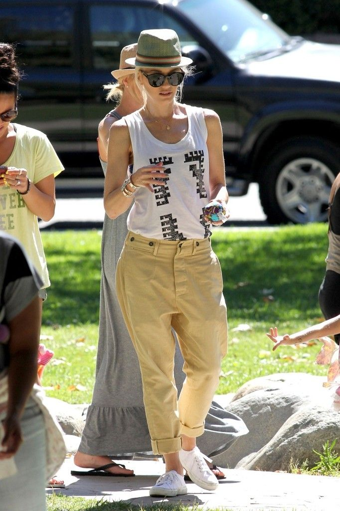 walrusonnuts:    Gwen Stefani takes her sons to Cold Water Park - June 26, 2012: Gwen Outfits, Gwen Stefani, Fashion, Khakis, Girls Outfits Love, Girl Outfits, Posts, Pictures, Water Parks