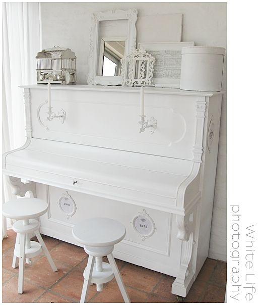 die besten 25 klavier wohnzimmer ideen auf pinterest wei es klavier famillienzimmer raum und. Black Bedroom Furniture Sets. Home Design Ideas