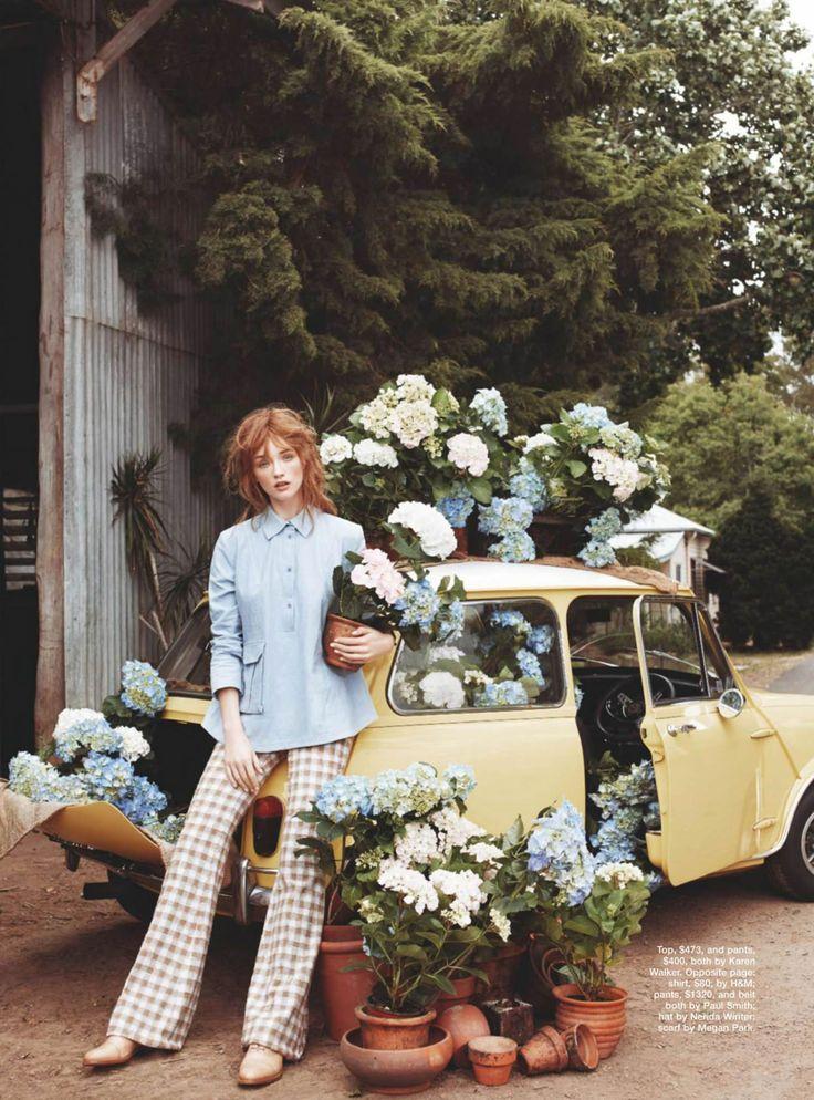 """Ortensie in fiore, atmosfera country-chic e fashion un pò retro nella """"storia"""" raccontata da queste bellissime immagini di Corrie Bond, fotografa di origine britannica (ma che vive a Sidney dal 2003), che mi ha sempre affascinato per lo stile femminile e raffinato delle sue foto di moda, p"""