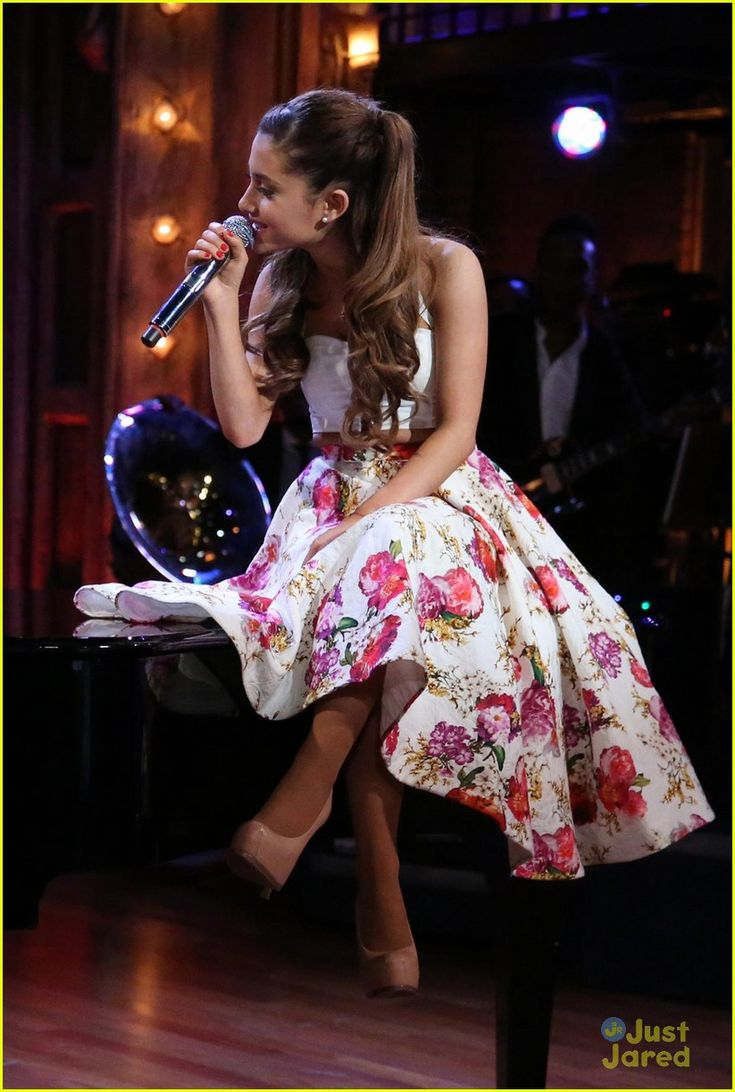 I am in love with Ariana Grande's outfit! I must know where her skirt is from!!! She rocks this midi skirt!