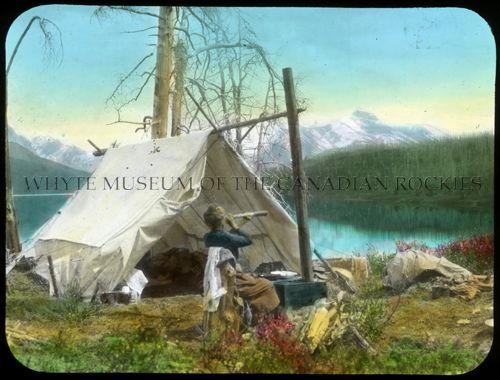 V527 / PS 1 - 72Looking for goat while baking bread. Camp at lower end of Maligne Lake [1908]Mary Schaffer fonds