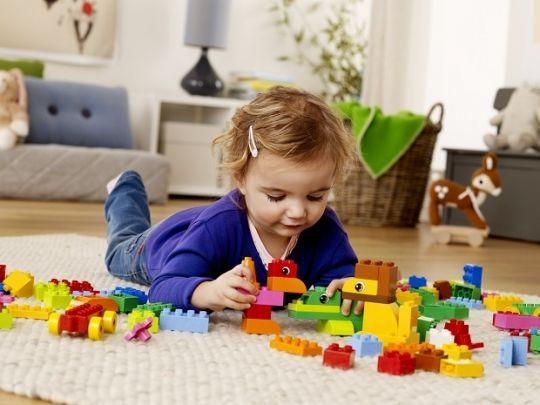 3 proste zabawy wspierające rozwój dziecka. Polecamy!