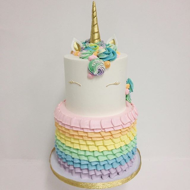 The 25+ best Unicorn cakes ideas on Pinterest Unicorn ...