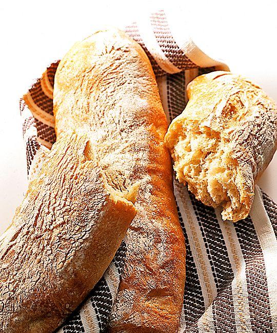 Har man smakat det goda italienska brödet en gång är man fast. Brödets kraftiga smak bildas av degens långa jäsningsperiod före gräddningen. Nygräddad är ciabatta lite seg inuti och delikat knaprig på utsidan.