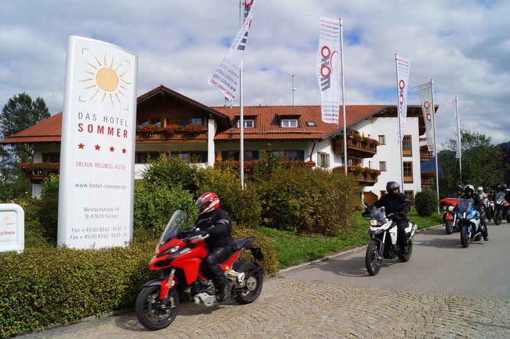 MOTORRADFAHREN IM ALLGÄU   Motorradurlaub im Motorradhotel Sommer in Füssen im Allgäu...  ...lässt jedes Bikerherz höher schlagen. Das 4 Sterne moho-Partnerhotel  Sommer in Füssen im Allgäu ist der ideale Ausgangsort für traumhafte Motorradtouren über die Allgäuer und Tiroler Pässe oder Seenumrundungen.